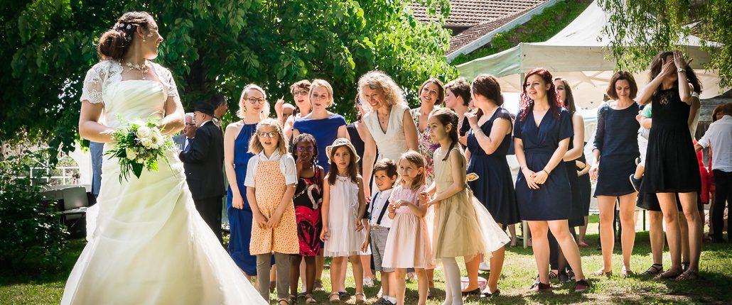 bephil photographie mariage reportage lancer du bouquet